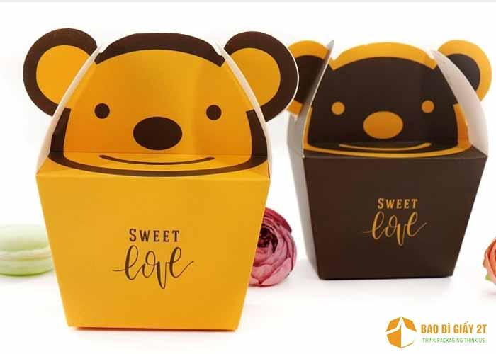 Loại hộp này có thể buộc thêm dây nơ, thích hợp đựng các loại bánh kẹo làm quà tặng.