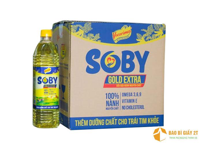 Dầu đậu nành Soby sử dụng hình ảnh trên nhãn chai in lên thùng carton