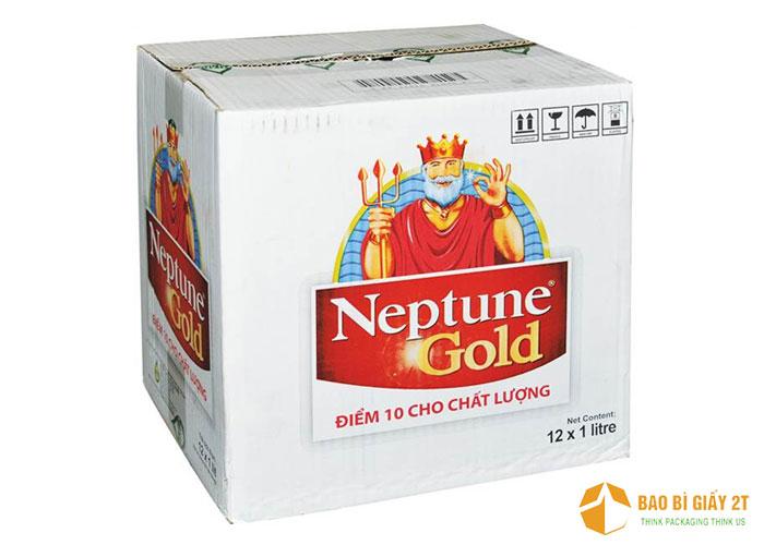 Một thương hiệu quá quen thuộc khi nhắc đến sản phẩm dầu ăn. Thùng carton được thiết kế với hình ảnh thương hiệu to, rõ ràng cùng câu slogan đủ để nhận diện.
