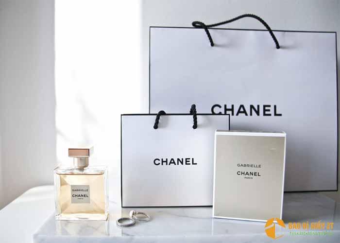 Mẫu túi giấy thiết kế đơn giản của thương hiệu lớn